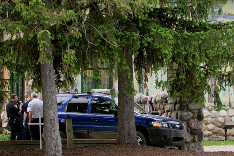 A blue Ford SUV sits near the Midland County Courthouse after it struck a wall of the structure this morning. Photo: NEIL BLAKE | Nblake@mdn.net