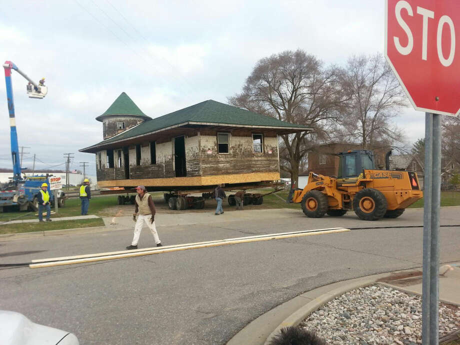 Matt Woods | mwoods@mdn.netThe Clare Railroad Depot begins its move to a new location.