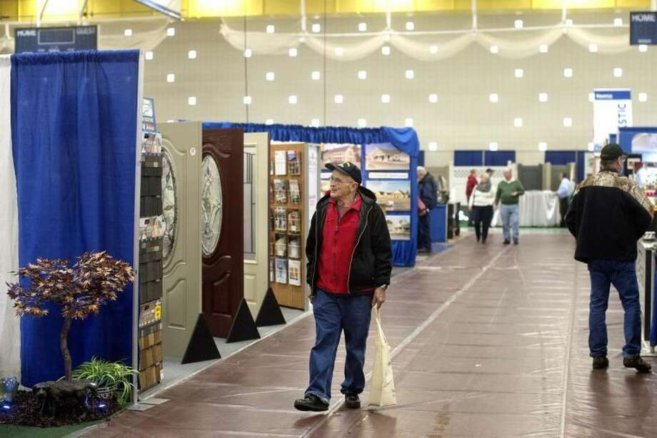 NICK KING | nking@mdn.net Terry Berle, of Sanford, walks around checking out the different vendors Friday inside the Hach Student Activity Center on the Northwood campus during the Midland Home and Garden Show. Photo: Nick King/Midland  Daily News