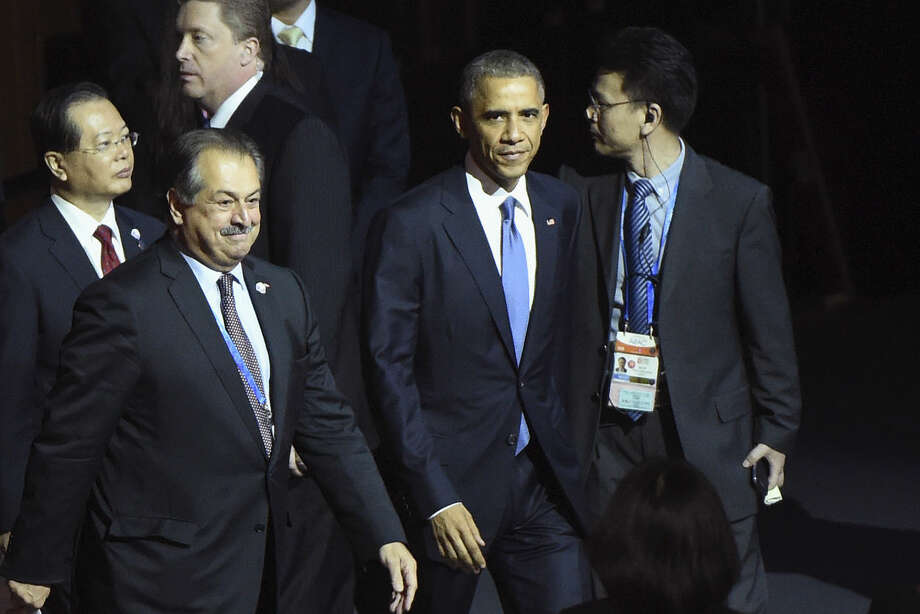 U.S. President Barack Obama, second right, walks to the stage with Dow Chemical Co. President, Chairman and CEO Andrew Liveris, foreground left, at the APEC CEO Summit at the China National Convention Centre (CNCC) in Beijing Monday, part of the Asia-Pacific Economic Cooperation (APEC) Summit. Photo: AP Photo | Wang Zhao, Pool