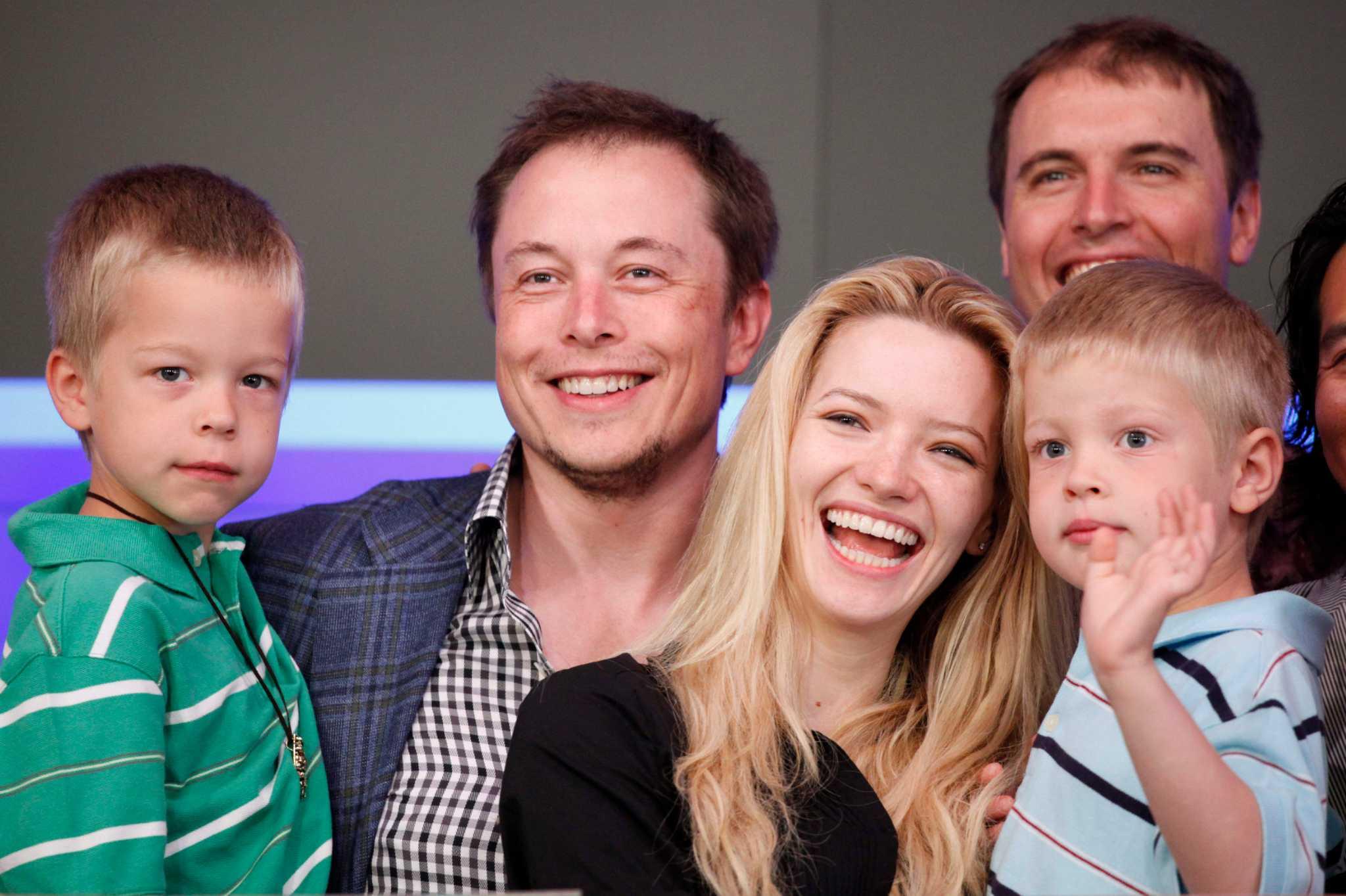 Elon Musk S Wife Files To Divorce Billionaire