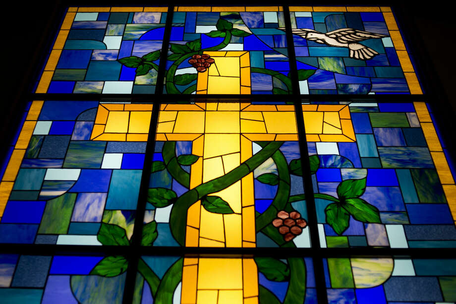 The new stained glass window in Lord of New Life Lutheran Church was made by members of the congregation. Susie Bluemer of Kawkawlin spearheaded the effort with guidance from Village Glass Works in Auburn while many congregation members helped cut and grind the glass. Photo: NEIL BLAKE | Nblake@mdn.net