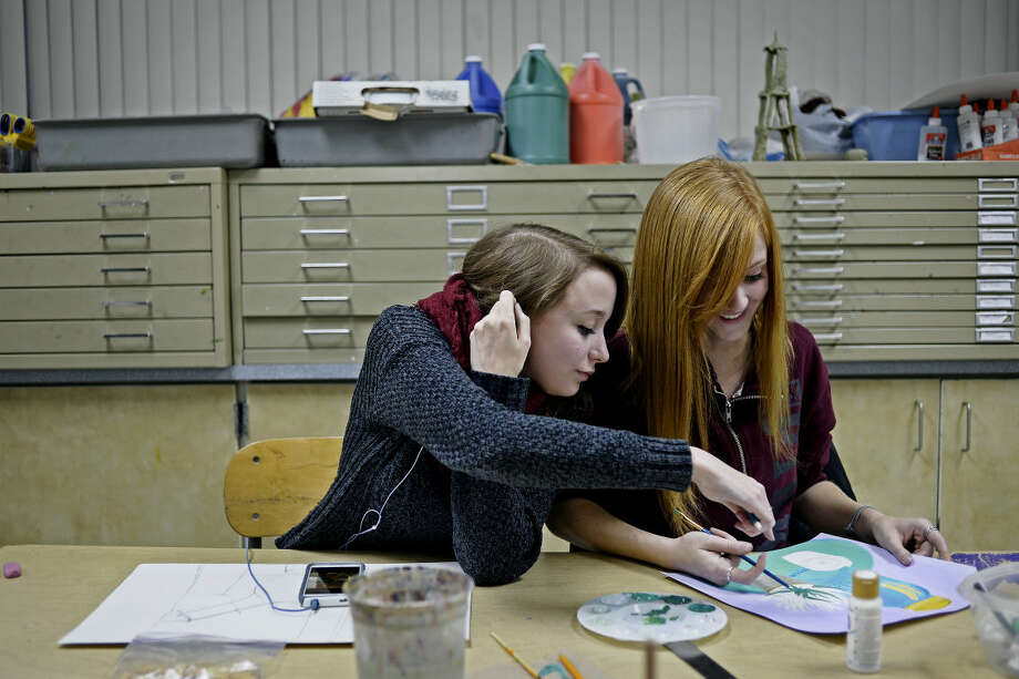 SEAN PROCTOR | sproctor@mdn.net Rachel Hollingshead, left, and Kelsey Church, both seniors at Bullock Creek High School, work on their still life paintings on Tuesday afternoon at Midland High School. The two are part of Kendall College of Art and Design's dual enrollment program, and attend class taught by Mark Francisco who has been running the program in Midland since 2010. Photo: Sean Proctor/Midland Daily News