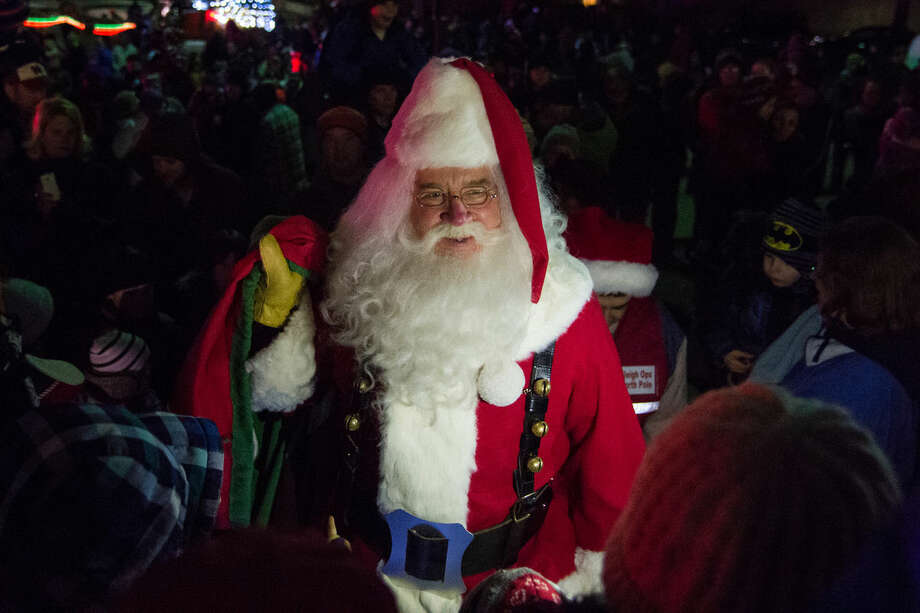 Santa Claus makes his way to the Midland County Courthouse as hundreds of people gathered in downtown Midland to see the lighting of the Tridge, the Courthouse and the Santa House on Tuesday night. Children and parents waited out in the cold for a chance to sit with Santa, and hand deliver their Christmas lists to him. Photo: Zack Wittman | For The Daily News