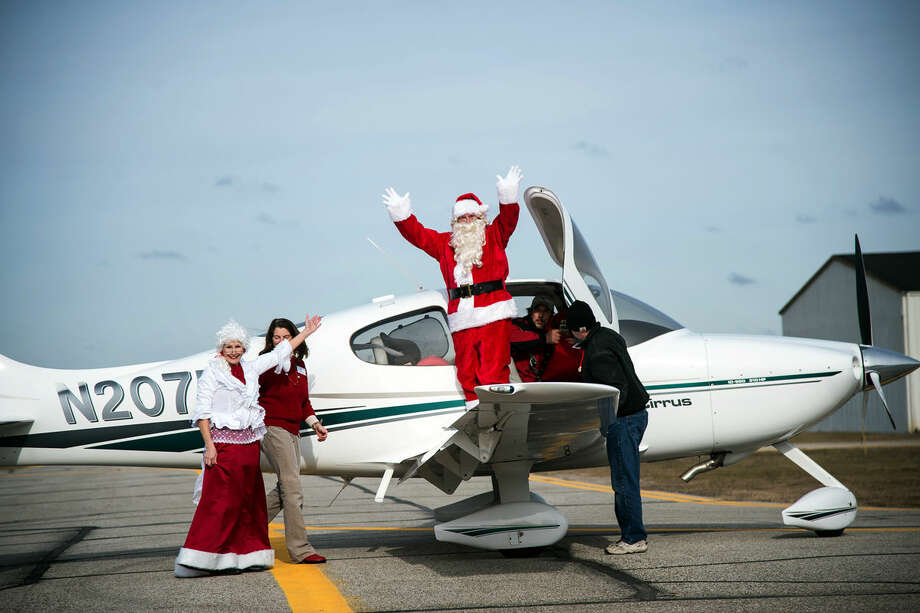Santa Claus and Mrs. Claus arrive at Barstow Airport in Midland Sunday. Photo: ZACK WITTMAN | For The Daily News