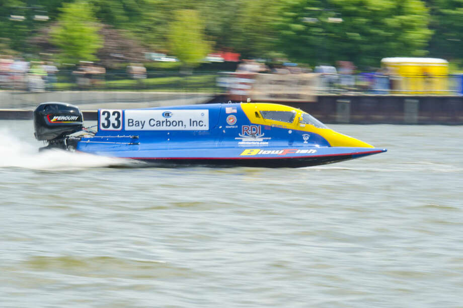 Rob Dinicolantonio of Blowfish Racing speeds through the Saginaw River in his Formula Two boat during the River Roar in downtown Bay City. Photo: Danielle McGrew | For The Daily News