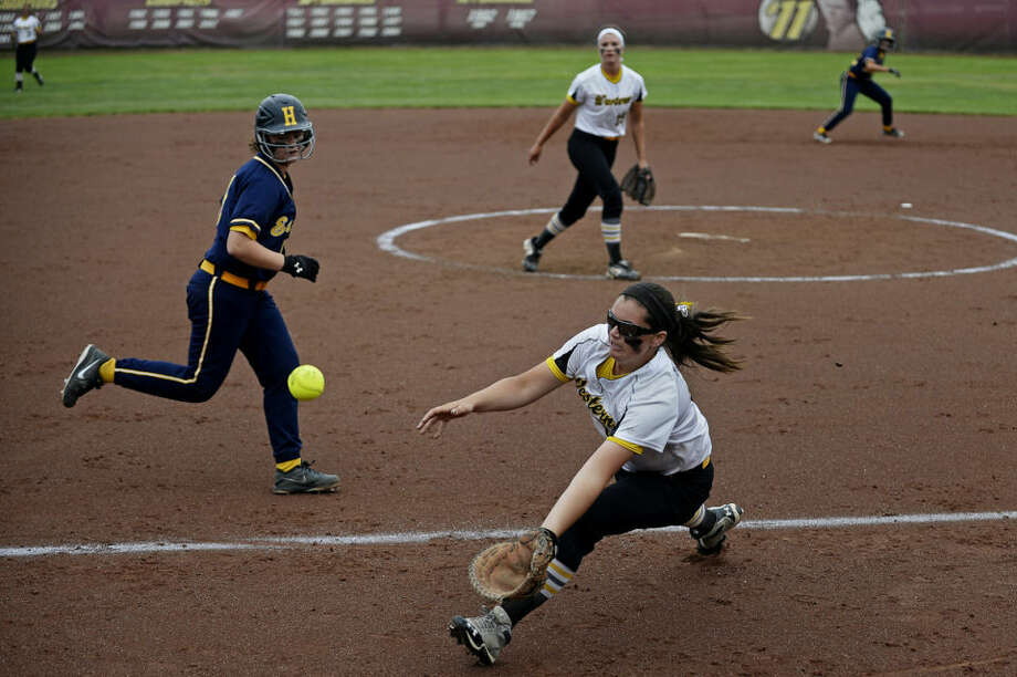 Bay City Western's Lexi Richard makes an infield catch against Hudsonville Tuesday during their Division 1 quarterfinal game at Margo Jonker Stadium on the campus of Central Michigan University. Bay City Western defeated Hudsonville 4-2. Photo: SEAN PROCTOR | Sproctor@mdn.net
