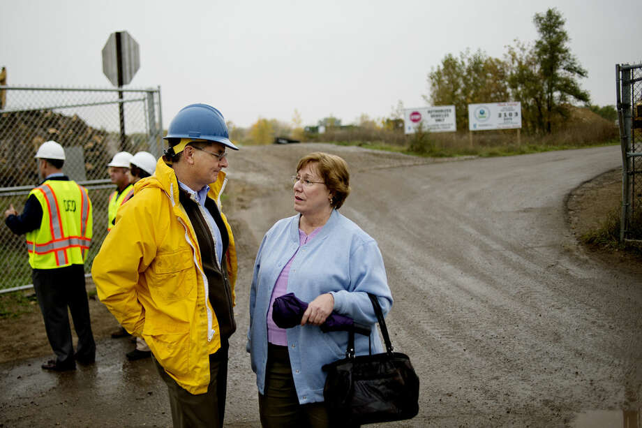 NICK KING | nking@mdn.netJane Keon, Pine River Superfund Citizen Task Force chairperson, talks with Department of Environmental Quality Director Dan Wyant at the gate of the Superfund site on Monday in St. Louis. Wyant visited the site and residential properties currently being cleaned up, and visited with the St. Louis mayor and other city officials. Photo: Nick King/Midland  Daily News