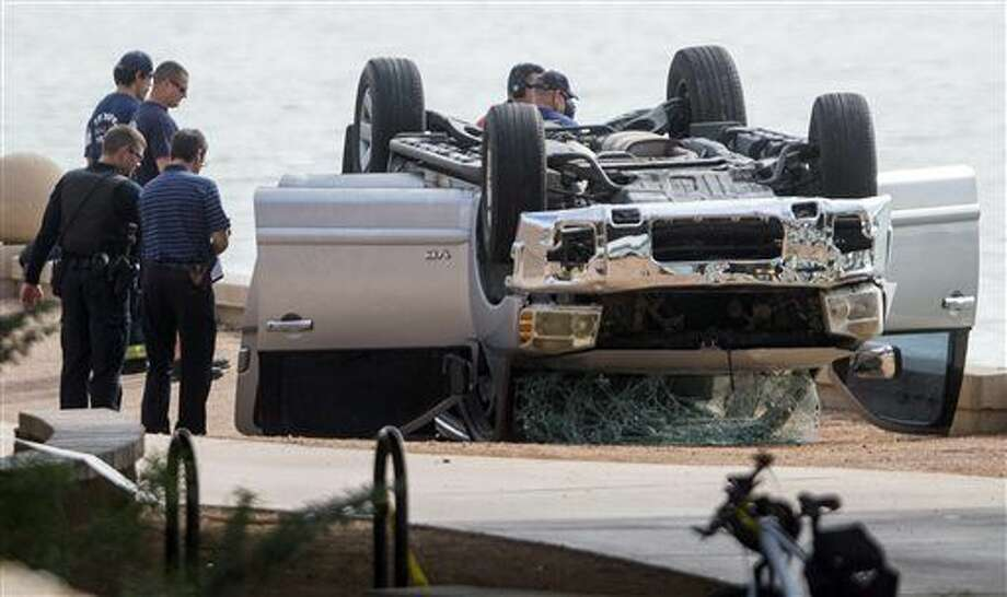 Authorities investigate the scene where a vehicle went into Tempe Town Lake  Sunday in Tempe, Ariz. Multiple people died after the accident, police said. Photo: Patrick Breen | The Arizona Republic Via AP