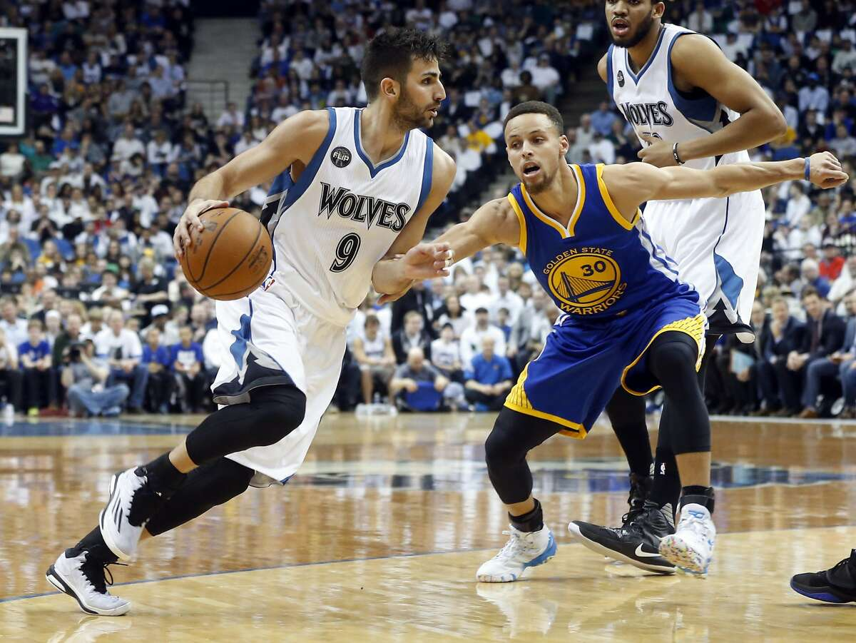 Minnesota Timberwolves� Ricky Rubio, left, of Spain, drives around Golden State Warriors� Stephen Curry in the first quarter of an NBA basketball game Monday, March 21, 2016, in Minneapolis. (AP Photo/Jim Mone)