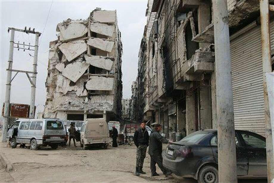En esta imagen, tomada el 11 de febrero de 2016, puede verse un edificio seriamente dañado en Alepo, Siria. (Alexander Kots/Komsomolskaya Pravda via AP) Photo: Alexander Kots