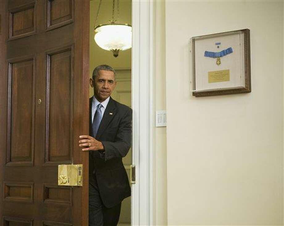 """El presidente Barack Obama llega al Salón Roosevelt de la Casa Blanca, en Washington, el martes 23 de febrero de 2016. Obama propuso cerrar """"de una vez por todas"""" el centro de detención de Guantánamo y transferir los detenidos a EEUU, aunque su plan no especifica dónde. (Foto AP/Pablo Martinez Monsivais) Photo: Pablo Martinez Monsivais"""