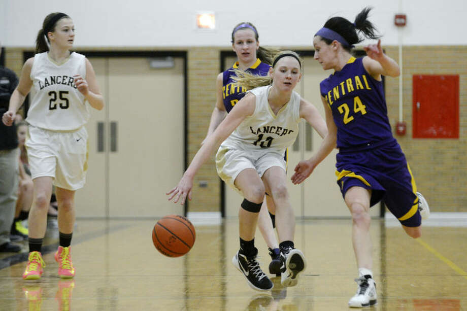 NICK KING | nking@mdn.netBullock Creek's Hannah Heldt, center, moves past Bay City Central's Saige Tomczak and Morgan Lochinski, right, during the second period Tuesday at Bullock Creek High School. Bullock Creek's Madison Hill looks on from the left. The Lancers won 40-27. Photo: Nick King/Midland  Daily News
