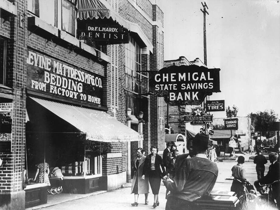 The view looking toward Dr. Frank Hardy's office and Chemical State Savings Bank, circa 1937. (Daily News file photo)