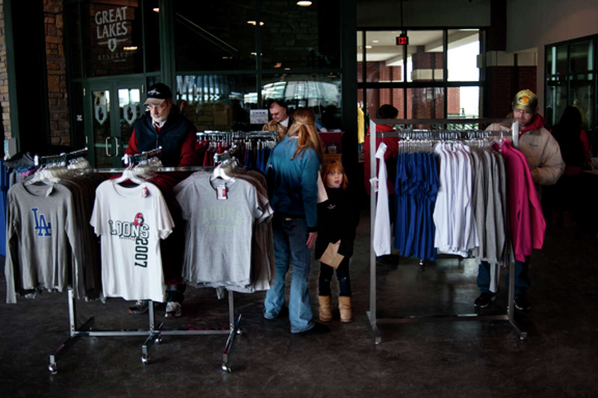 ZACK WITTMAN | for the Daily NewsShoppers of all ages sift through clothing racks during the Deals at the Diamond Indoor Sidewalk Sale at the Dow Diamond on Saturday afternoon.
