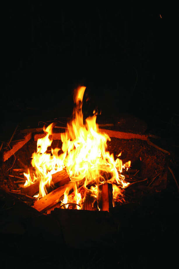 Wood burning fire pits are allowed in Midland, but only wood may be burned. Trash, leaves, paper or treated or painted lumber that can leak toxic chemicals into the air are all prohibited.