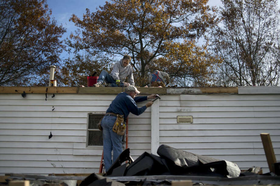 Call to the Creek workers fix up a home in this Daily News file photo.