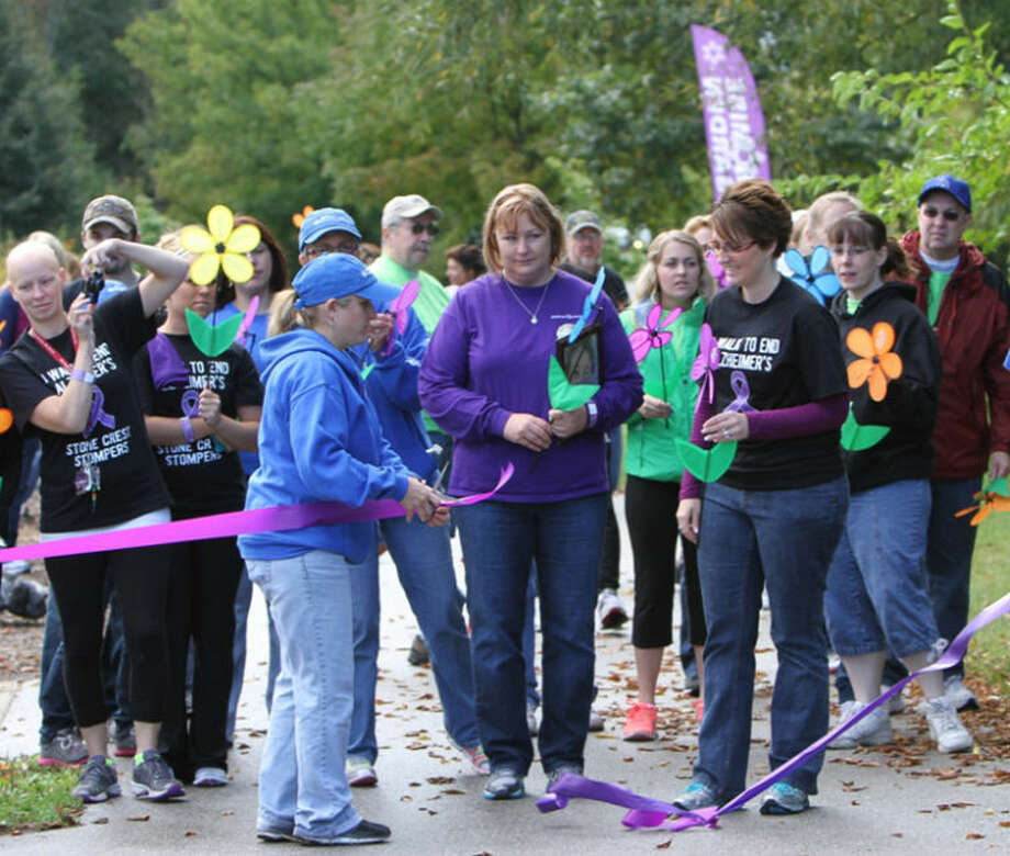 Photo providedThe 2013 Walk to End Alzheimer's in Midland featured a ribbon-cutting. Photo: Richard W Thomas