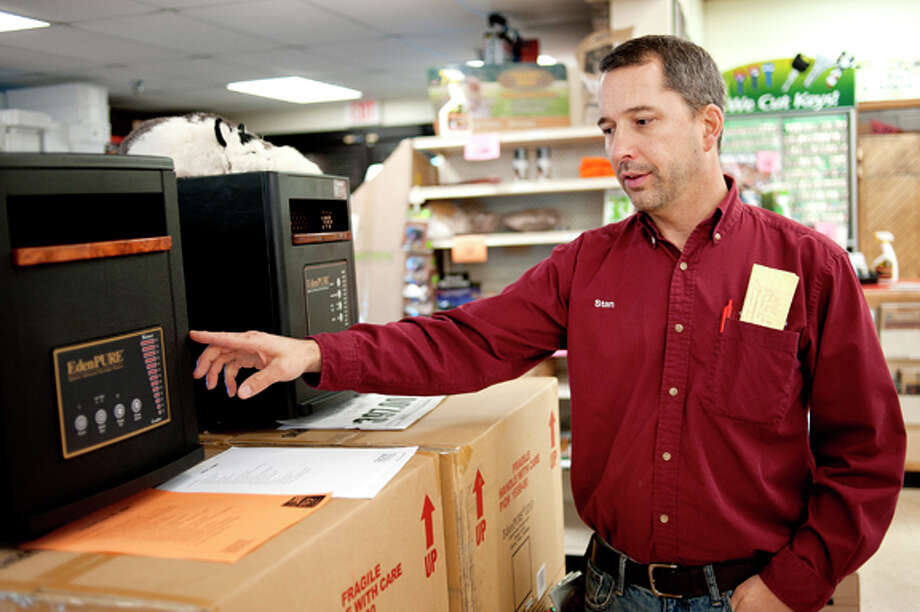 Pat's Food Center & Hardware's Stan Cabala talks about the benefits of the EdenPURE GEN3 1000 quartz infrared portable heater. Photo: NICK KING | Nking@mdn.net  / © NICK KING Midland Daily News