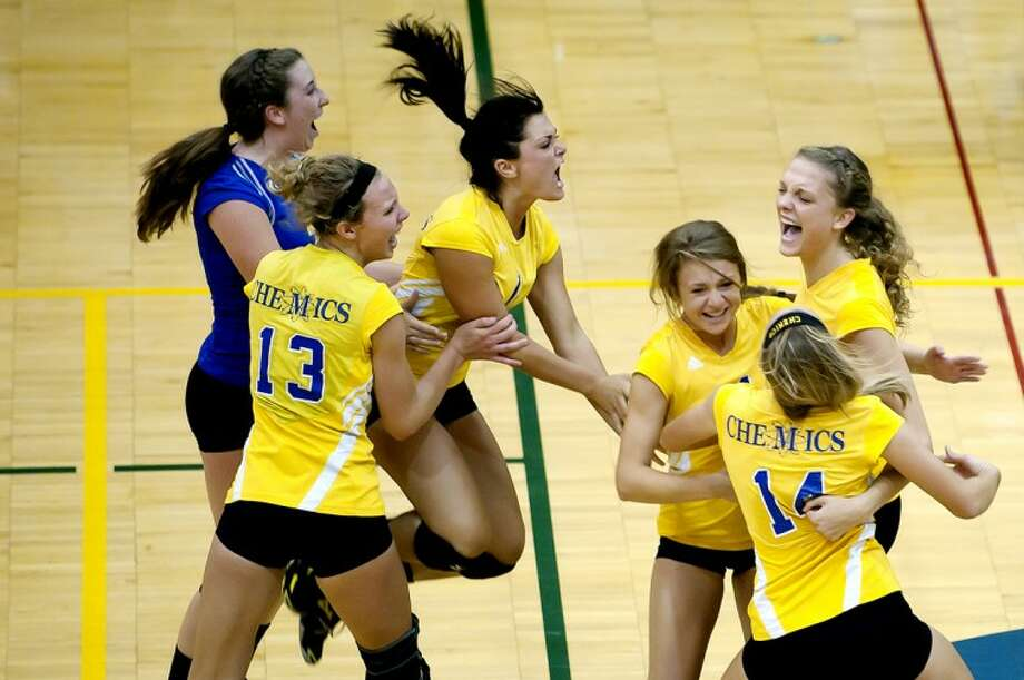 NICK KING | nking@mdn.netMidland teammates, from left, Alexandra Warner, Lauren Plotzke, Madison Hennessy, Hannah Zimmermann, Mallory Rajewski and Victoria Blake celebrate their victory over Dow after the final point Thursday at Midland High School. Photo: Nick King/Midland  Daily News