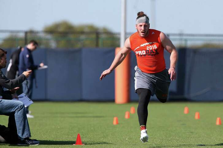 Tight end David Morgan, II, runs a 50-yard dash as former players of the University of Texas at San Antonio football team work out for National Football League scouts at the main campus, Tuesday, March 22, 2016.
