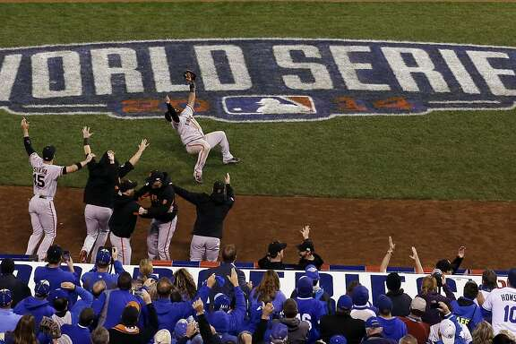 San Francisco Giants' Pablo Sandoval celebrates after catching the final out in the ninth inning of Game 7 of baseball's World Series against the Kansas City Royals Wednesday, Oct. 29, 2014, in Kansas City, Mo.  (AP Photo/David J. Phillip)