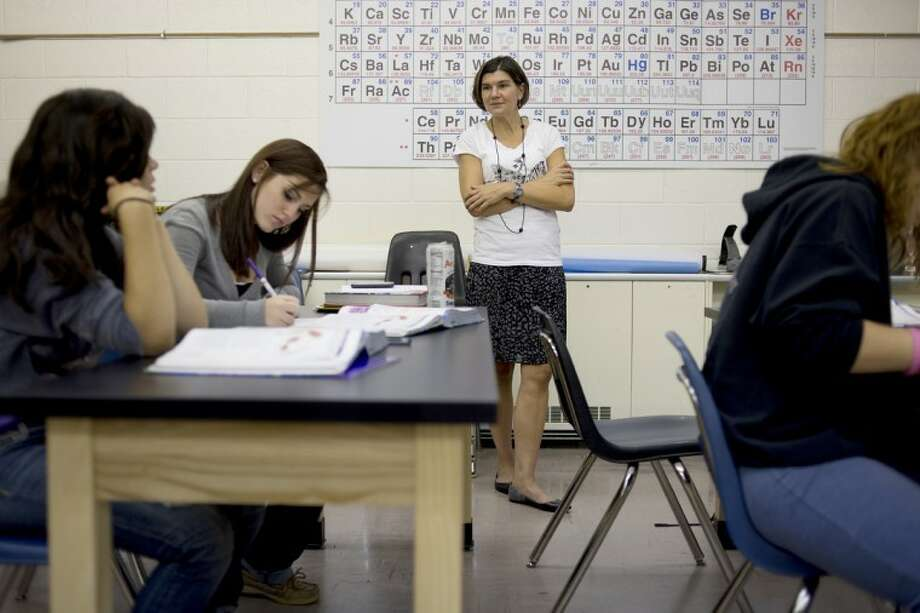 NEIL BLAKE | nblake@mdn.netWindover science teacher Nancy Vossen teaches a lesson in her new classroom at the school. Windover High School is in its first year at their new location in the former Chippewassee Elementary School. Photo: Neil Blake/Midland  Daily News