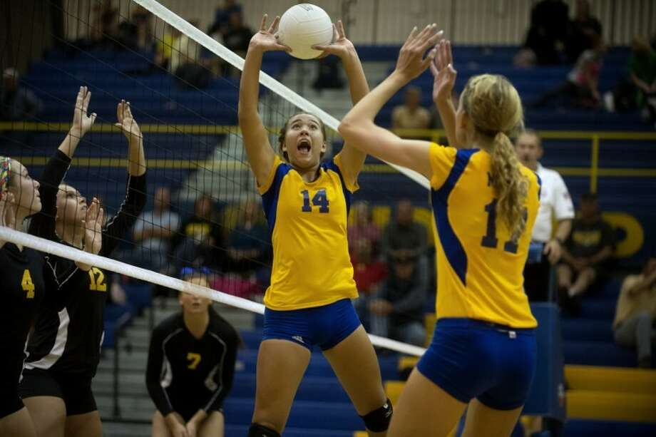 NEIL BLAKE | nblake@mdn.netMidland's Mallory Rajewski, left, sets the ball for Tori Blake during a match against Bay City Western at Midland High School on Tuesday. Photo: Neil Blake/Midland  Daily News