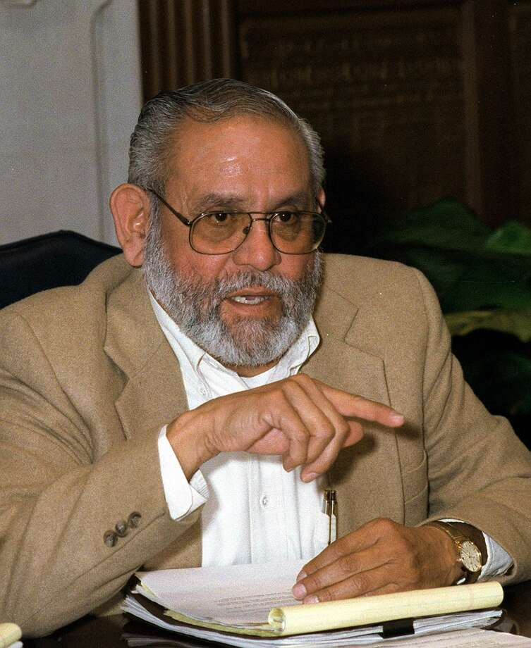 Andy Sarabia speaks to the Express-News Editorial Board in 1997. Photo: /