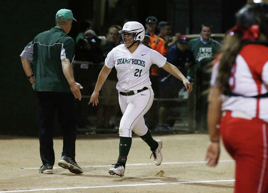 Incarnate Word's Megan Jimenez (21) rounds third base after hitting a three-run homer against Antonian in the third inning during their TAPPS 2-5A softball game on March 22, 2016. Photo: Kin Man Hui /San Antonio Express-News / ©2016 San Antonio Express-News