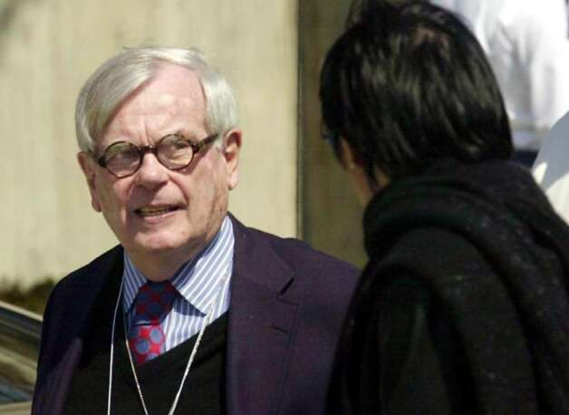 Author and Vanity Fair reporter Dominick Dunne leaves the court house during lunch break for the first day of jury selection. Photo: File Photo / Stamford Advocate File Photo