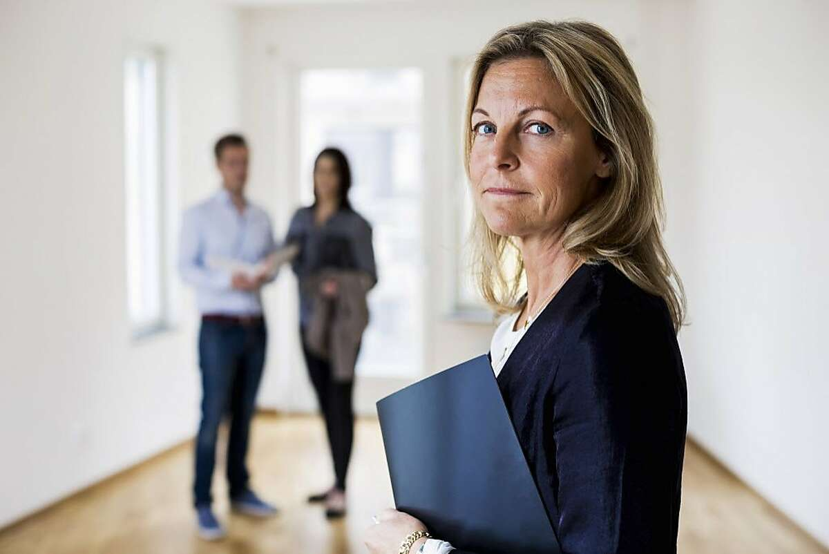 Property, Real Estate and Community Association Managers Average Male Salary: $74,917 Average Female Salary:$44,689 Amount More That Men Make: 67.6 percent Source:Time