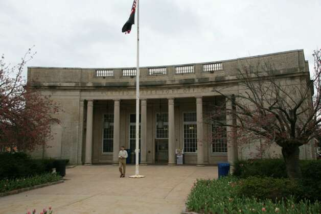 The post office on Greenwich Avenue is being put up for sale by the U.S. Postal Service in hopes of moving into a smaller space. Photo: David Ames, David Ames/For Greenwich Time / Greenwich Time