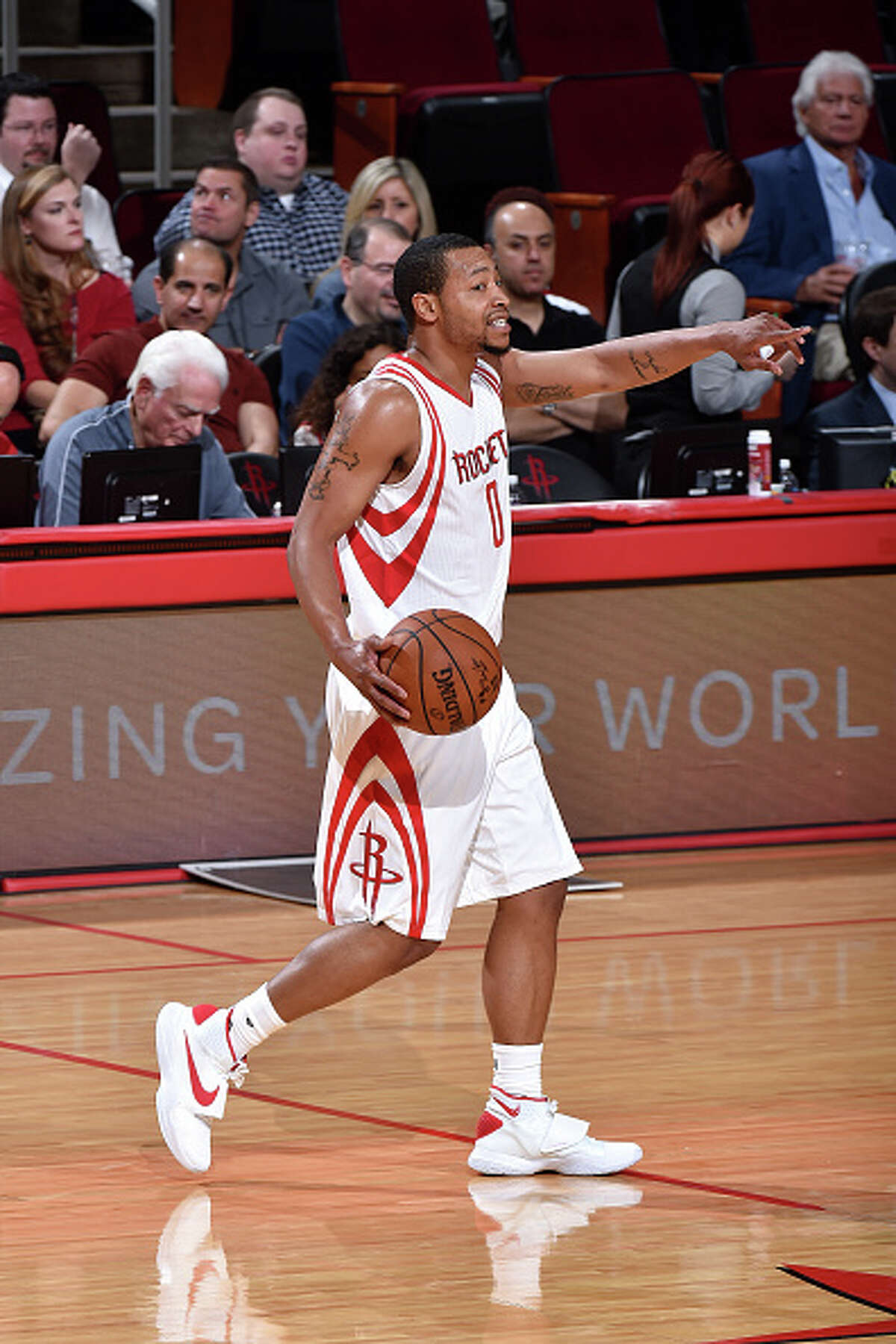 HOUSTON, TX - MARCH 14: Andrew Goudelock #0 of the Houston Rockets handles the ball during the game against the Memphis Grizzlies on March 14, 2016 at the Toyota Center in Houston, Texas. NOTE TO USER: User expressly acknowledges and agrees that, by downloading and or using this photograph, User is consenting to the terms and conditions of the Getty Images License Agreement. Mandatory Copyright Notice: Copyright 2016 NBAE (Photo by Bill Baptist/NBAE via Getty Images)