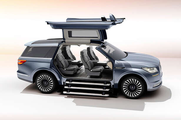 Lincoln revealed the all-new Navigator Concept and it has us all drooling.