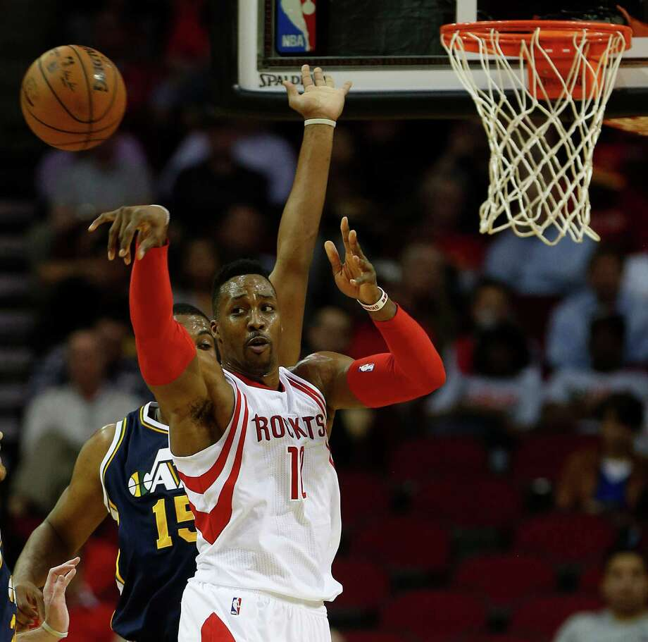 Houston Rockets center Dwight Howard (12) passes the ball back during the first half of an NBA basketball game at Toyota Center, Wednesday, March 23, 2016. Photo: Karen Warren, Houston Chronicle / © 2016  Houston Chronicle