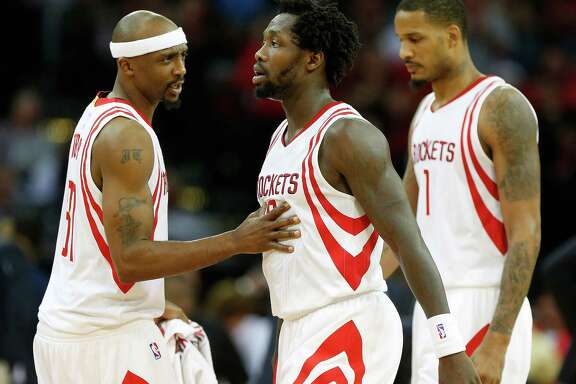 Houston Rockets guards Patrick Beverley (2) with Jason Terry (31) and forward Trevor Ariza (1) during the second half of an NBA basketball game at Toyota Center, Wednesday, March 23, 2016.