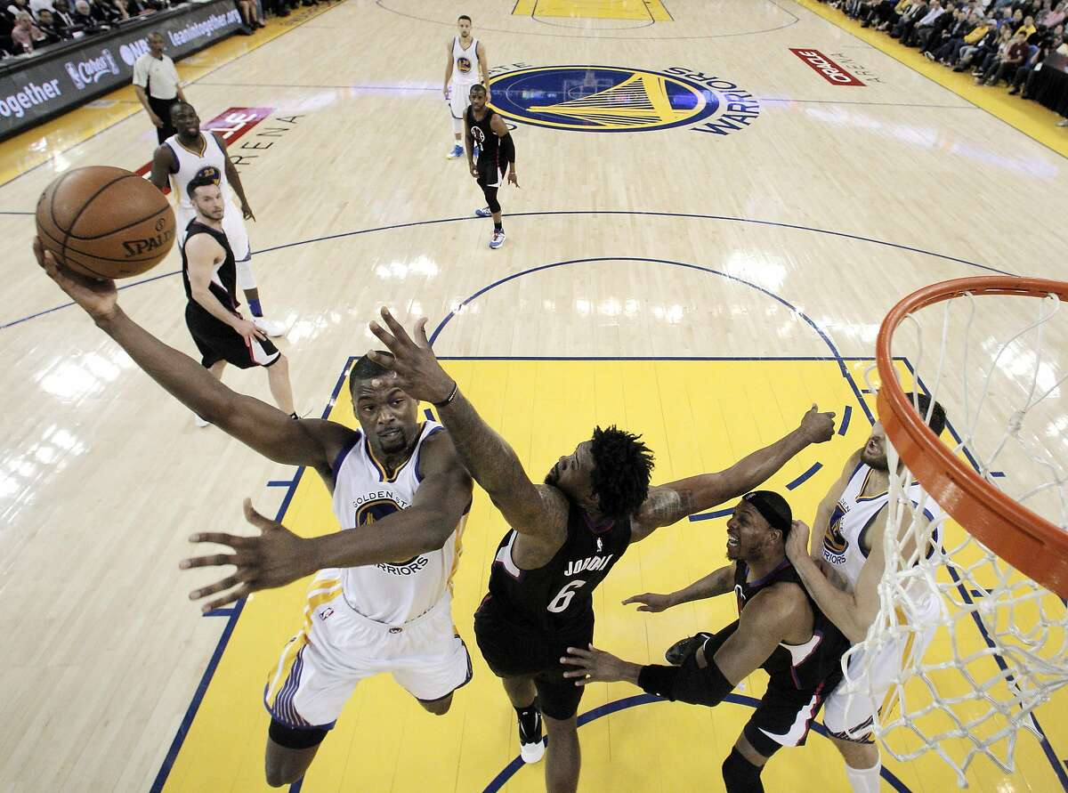 Harrison Barnes (40) shoots over Deandre Jordan (6) in the first half as the Golden State Warriors played the Los Angeles Clippers at Oracle Arena in Oakland, Calif., on Wednesday, March 23, 2016.