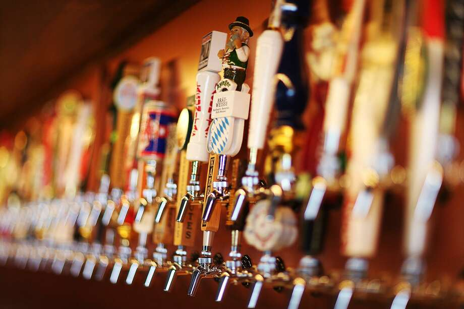 After trying to remain open via the to-go strategy, the Hoppy Monk has decided to suspend its operations until further notice. Photo: Jerry Lara /San Antonio Express-News / © 2015 San Antonio Express-News