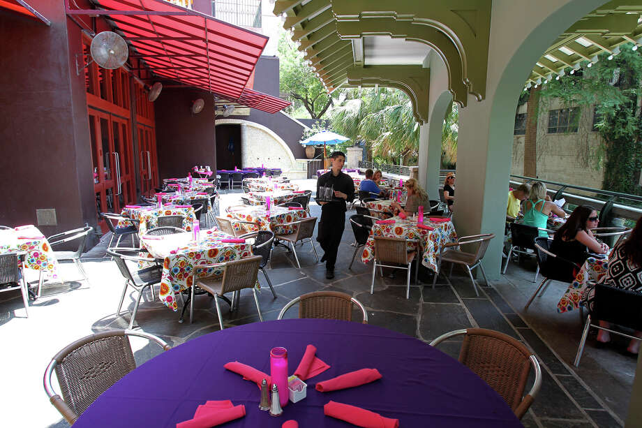 Acenar restaurant Photo: Tom Reel /San Antonio Express-News / ©2012 San Antono Express-News