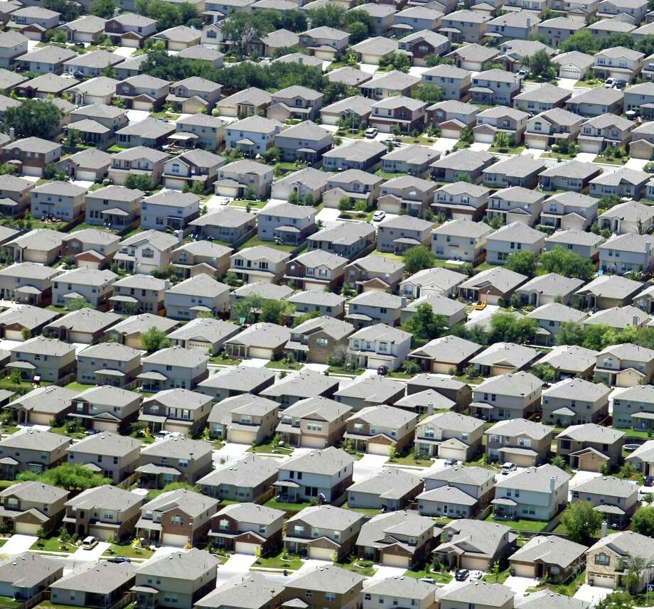 San Antonio's growing economy propelled the local housing market to another record sales year in 2017, but the supply of homes on the market remains extremely tight. Photo: William Luther /San Antonio Express-News / © 2012 San Antonio Express-News