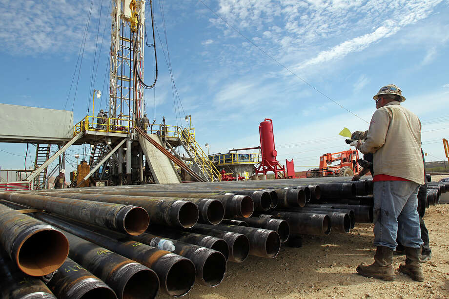 A loss of 7,500 jobs in the sector that includes the oil and gas industry in March weighed on Texas' total employment, which posted a net job loss for the first time in nearly a year, according to the Texas Workforce Commission. Photo: Express-News File Photo / ©2012 San Antono Express-News