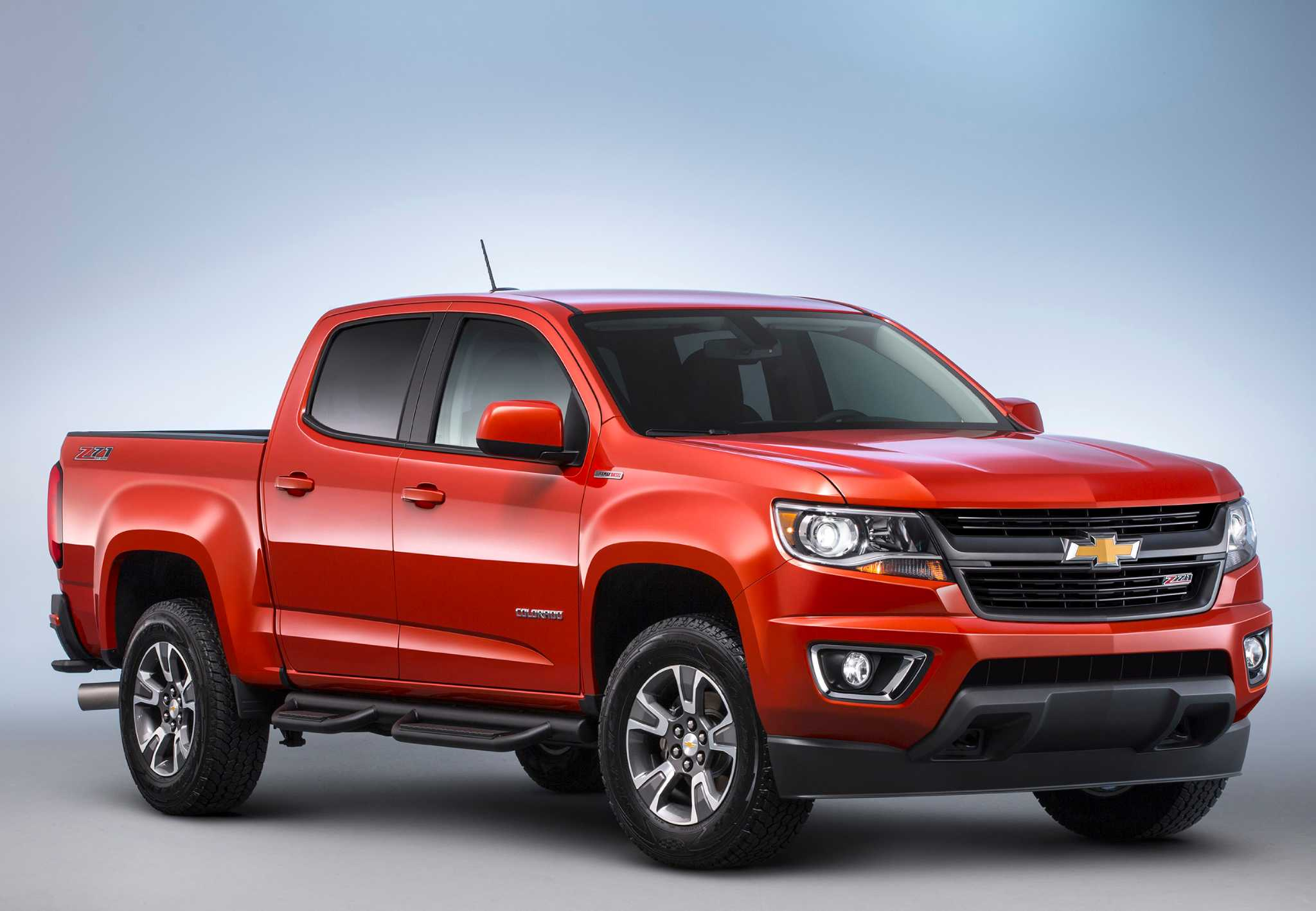 the road Midsize Colorado pickup now es with sel engine