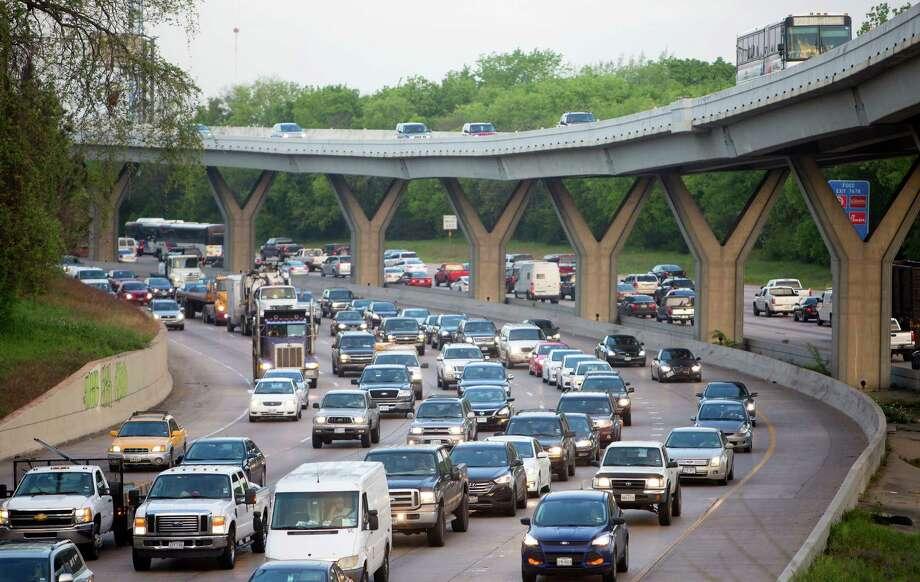 Drivers commute along Interstate 10 in Houston. (Cody Duty / Houston Chronicle) Photo: Cody Duty, Staff / Ã  2015 Houston Chronicle