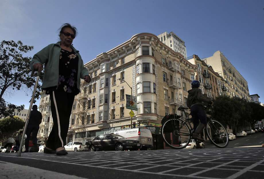Pedestrians cross the street at the intersection of Leavenworth Street and Ellis Street in San Francisco last week. Photo: Carlos Avila Gonzalez, The Chronicle