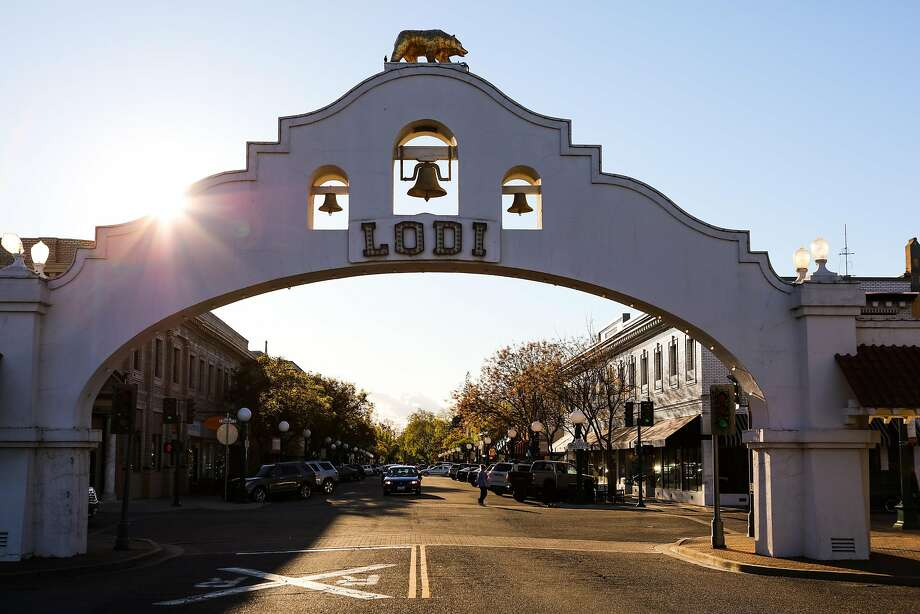 Start: All rides begin and end at the Lodi Arch — a central landmark at the corner of Sacramento and Pine streets. Next to the arch are a parking garage, 2 N. Sacramento St., and the Amtrak station, 24 S. Sacramento St. Photo: Gabrielle Lurie, Special To The Chronicle