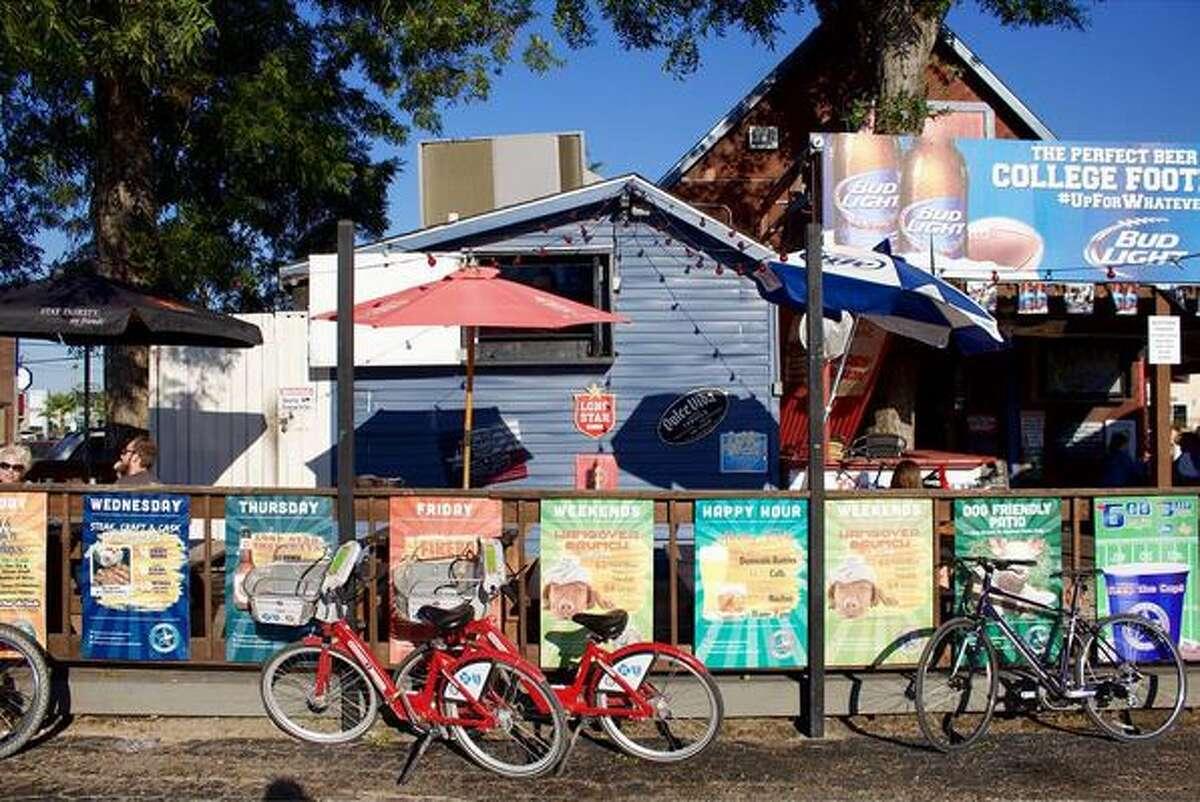 Bike parking at Luke's Icehouse, 903 Durham.
