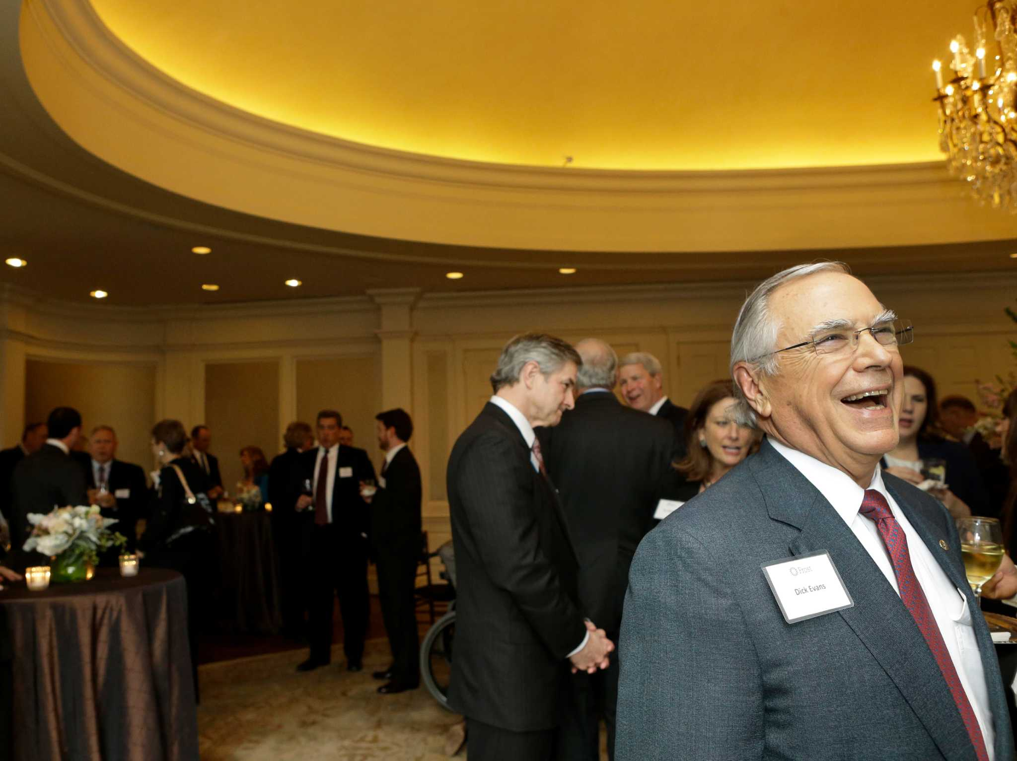 Cullenfrosts evans retires an old fashioned banker after 45 cullenfrosts evans retires an old fashioned banker after 45 years san antonio express news buycottarizona Images