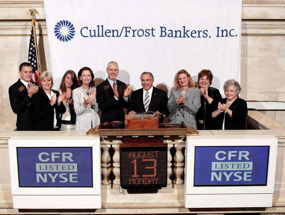 Former Cullen/Frost Bankers Inc. CEO Dick Evans (middle) and new CEO Phil Green (on Evans' right) ring the opening bell on the New York Stock Exchange in 2007. Photo: /Courtesy