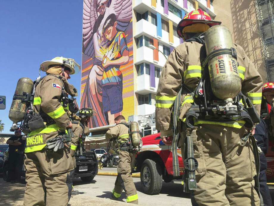 San Antonio firefighters arrive at Santa Rosa Children's Hospital of San Antonio after receiving calls on a fire Friday morning. Photo: Bob Owen/San Antonio Express-News